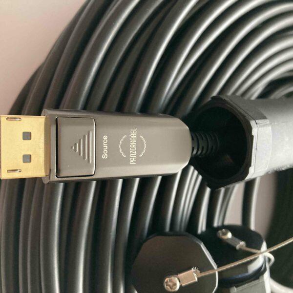 Panzerkabel DisplayPort 8K mit Steckerschutz
